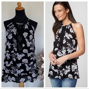 🍏Black & white floral top with embroidery